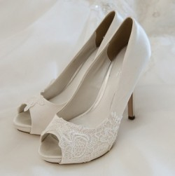 photodune-8074335-wedding-shoes-xs